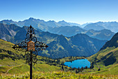 Wayside cross at Lake Seealpsee, at Nebelhorn, near Oberstdorf, Allgaeu Alps, Allgaeu, Bavaria, Germany