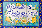 Italy, Campania, Amalfi Coast, listed as World Heritage by UNESCO, Positano, Sapori e profumi di Positano shop, specialized in lemon and limoncello (local alcohol made with lemon), earthenware