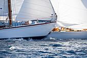 'Kollision Yacht ''Giraldilla'' /Yacht ''Outlaw'', Klassiker-Segelregatta ''Régates Royales'', Cannes, Côte d'Azur, Frankreich'