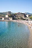 Castle and beach of Collioure, Côte Vermeille, Mediterranean Sea, Pyrénées Orientales, Occitanie, Languedoc Roussillon, France
