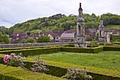 Schloßgarten und Ort , Château de Bussy-Rabutin 16.Jh. , Bussy-le-Grand , Dept. Côte-d'Or , Region Burgund , Frankreich , Europa
