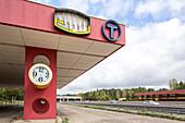 German Autobahn, A 115, deserted former service station, border, West, petrol station, gas station, motorway, highway, freeway, speed, speed limit, traffic, infrastructure, Berlin, Germany
