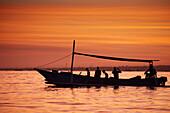 Ausflugsboote, Delfinbeobachtung, Morgens, Lovina, Bali, Indonesien