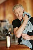 Best Ager im Fitnessclub, Fitness Studio, Fitness, Training, Sport