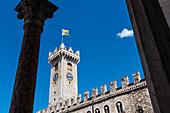 Die Sehenswürdigkeit Torre Civica am Domplatz, Trient, Trentino, Südtirol, Italien