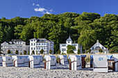 Beach and villas in Baltic resort Binz, Island Ruegen, Baltic Sea coast, Mecklenburg-Western Pomerania, Northern Germany, Germany, Europe