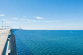 Blick von der Öresundbrücke zwischen Malmö und Kopenhagen auf die Ostsee