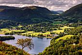 Die zentralen Felle des Lake District National Park erstreckt sich von Loughrigg Terrasse und Grasmere bis Dunmail Raise, Cumbria, England, Großbritannien, Europa