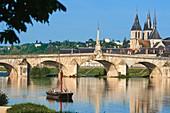 Blois, Loire River, Traditional Boat, Saint Nicolas Church, Jacques Gabriel Bridge, Pont Jacques Gabriel, Loire et Cher, Pays de la Loire, Loire Valley, UNESCO World Heritage Site, France.