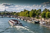 Paris. 1e arr. View on Seine, docks and barges. France. Europe
