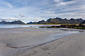 Sand, Strand, Küste, Berge, Meer, Moskenesoya, Lofoten, Norwegen, Arktis