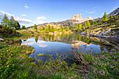 Goldene Stunde, Spiegelung, Bergsee, Lago Limides, Dolomiten, Alpen, Italien, Europa