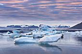 Sonnenuntergang, Eisberge, Spiegelung, Gletscher, Bucht, Berge, Island, Europa