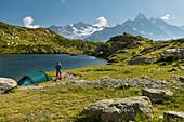 Zelte an den Lacs des Cheserys, Aiguille du Chardonnet, Aiguilles Verte, Haute-Savoie, Frankreich
