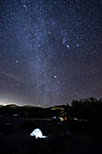 Zelten unter den Sternen im Death Valley National Park, Kalifornien, USA, Amerika