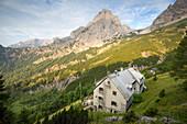 Alpine hut Priel-Schutzhaus and Mount Spitzmauer, Hinterstoder, Upper Austria, Austria, Europe