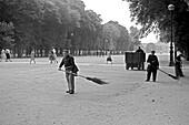 1959, street scene, Jardin du Luxembourg, Paris, France