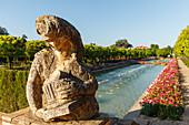 Skulptur am Wasserbecken, Gärten des Alcazar de los Reyes Cristianos, königliche Residenz, historisches Stadtzentrum von Cordoba, UNESCO Welterbe, Cordoba, Andalusien, Spanien, Europa