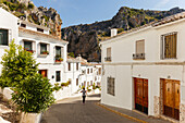 Alley in Zuheros, Pueblo Blanco, white village, Cordoba province, Andalucia, Spain, Europe
