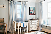 Bedroom, Shabby Chic Style, Casa Rosalie, Colle San Bartolomeo, Ligurien, ItalienLiguria, Italy, Europe