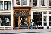 Cozy Cafe, Coffee and Cats, Delicious homemade Cakes, Zuivere Koffie, Utrechtsestraat 39, 1017 VH, 1017 VH, Central Canal Ring, Amsterdam, Netherlands, Europe