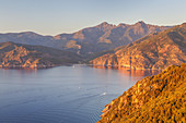 Ausblick in der Calanche auf die Westküste und den Golfe de Porto, Porto, Westkorsika, Korsika, Südfrankreich, Frankreich, Südeuropa, Europa