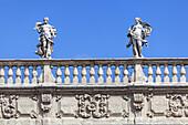 Prächtige Fassade des Palazzo Maffei an der Piazza delle Erbe in Verona, Venetien, Norditalien, Italien, Südeuropa, Europa