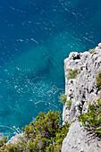 felsige Küste bei Sonnenschein, Dhermi, Albanische Riviera, Albanien