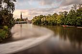 die Blau mündet in die Donau, Blick zum Ulmer Münster, Ulm, Baden-Württemberg, Deutschland, Langzeitbelichtung