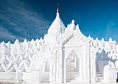 Außenansicht von Hsinbyume Paya, Mingun, Mandalay Region, Myanmar (Burma), Asien