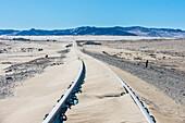 Bahnstrecken überströmt durch Sand, alte Diamantengeisterstadt, Kolmanskop, bei Luderitz, Namibia, Afrika