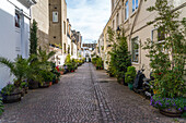 A mews in London, where stables were traditionally located, London, England, United Kingdom, Europe