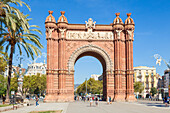 The red brick Arc de Triomf (Arc de Triomphe) (Arco de Triunfo), Barcelona, Catalonia (Catalunya), Spain, Europe