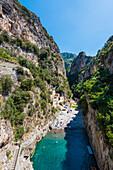 Die berühmte Sehenswürdigkeit, der Fjord, Furore, Amalfiküste, Kampanien, Italien