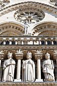 Frankreich, Paris. 4. Arrondissement. Ile de la Cité. Skulptur an der Fassade der Kathedrale Notre Dame.