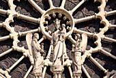 Frankreich, Paris, 4. Arrondissement, Kathedrale Notre Dame, Nahaufnahme der Westrose und die Skulptur der Jungfrau Maria