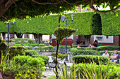 Mexico, State of Guanajuato, San Miguel de Allende, garden in front of San Francisco church