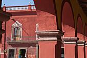 Mexico, State of Guanajuato, San Miguel de Allende, Portal de Guadalupe, Plaza Allende