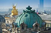 'Frankreich. Paris 9. Bezirk. Pariser Oper (Garnier Oper). Vergoldete Skulptur schmückt die Fassade: ''The Poetry'', Werk von Watrinelle'