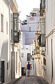 Spain, Andalusia, Tarifa, tourist in a narrow street