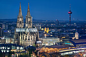 UNESCO World Heritage Cologne cathedral at dusk, Cologne, North Rhine-Westphalia, Germany