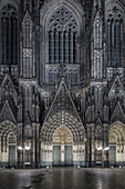 UNESCO World Heritage Cathedral cathedral at night, western fascade, Cologne, North Rhine-Westphalia, Germany