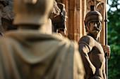 UNESCO Welterbe Dom zu Speyer, römische Skulptur am Brunnen vor Kaiser und Mariendom, Rheinland-Pfalz, Deutschland