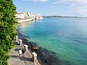 Coastal walkway along the seawall, Ortygia, Syracuse (Siracusa), Sicily, Italy, Mediterranean, Europe
