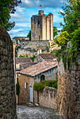 France, Gironde, St Emilion (UNESCO World Heritage), Tertre des Vaillants alley and view of the King's castle's keep