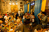 popular restaurant La Bottja, good food, live concert, street scene at night in the city of Trinidad, bar, nightlife, family travel to Cuba, parental leave, holiday, time-out, adventure, Trinidad, province Sancti Spiritus, Cuba, Caribbean island