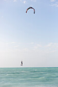 kite surfer at Cayo Coco beach, sandy dream beach, turquoise blue sea, snorkeling, swimming, Flamenco Beach Resort, hotel, family travel to Cuba, parental leave, holiday, time-out, adventure, Cayo Coco, Jardines del Rey, Provinz Ciego de Ávila, Cuba, Cari