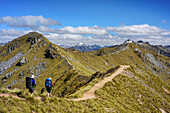 Two persons hiking on Kepler Track, Kepler Track, Great Walks, Fiordland National Park, UNESCO Welterbe Te Wahipounamu, Southland, South island, New Zealand