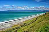 Beach at Tasman Sea, Hump Ridge in background, Fiordlands National Park, UNESCO world heritage Te Wahipounamu, Southland, South island, New Zealand