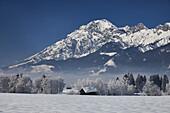 Verschneite Winterlandschaft bei Saalfelden am Steinernen Meer, Salzburg, Österreich
